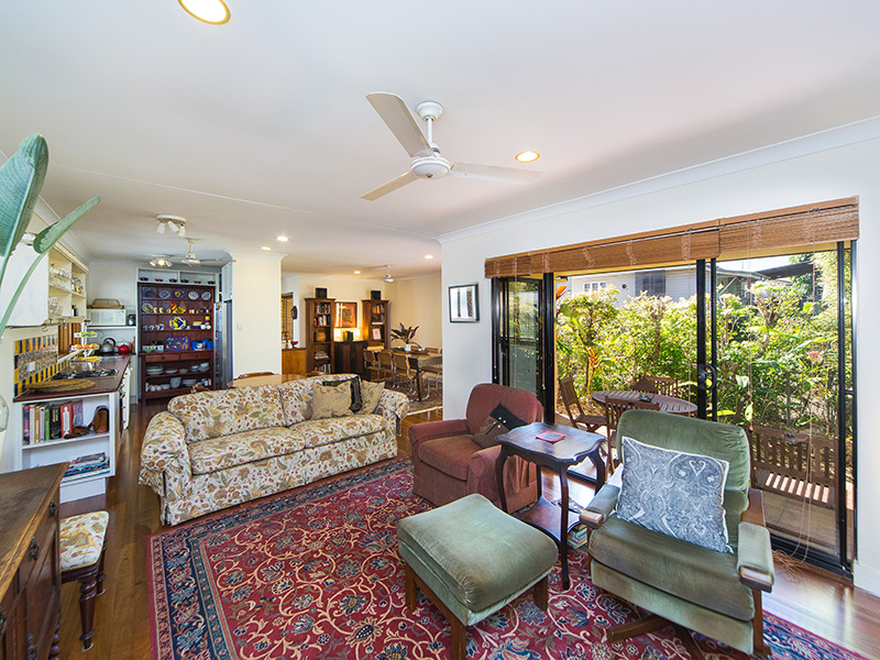 One Bedroom Home Heart in Yeronga/Fairfield