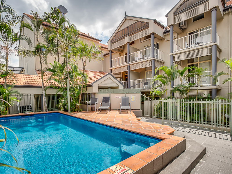 Two Bedroom Unit with Free Parking and Wifi-Close to Brisbane City